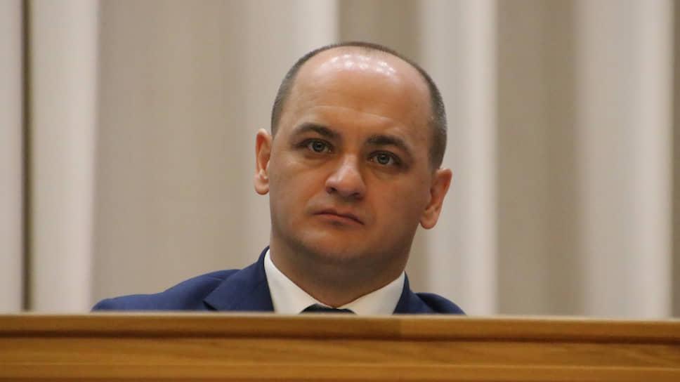 Этика и психология депутатской жизни / Коммунисты и либерал-демократы Курултая требуют извинений от вице-спикера от «Единой России»