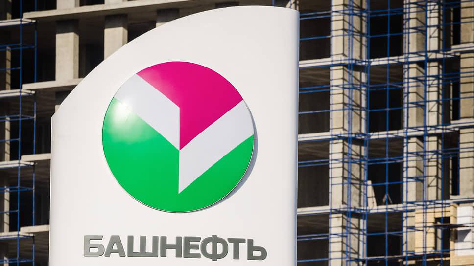 «Башнефть» сбрасывает сеть / АНК выставила на продажу треть своих заправок за 30 млрд рублей