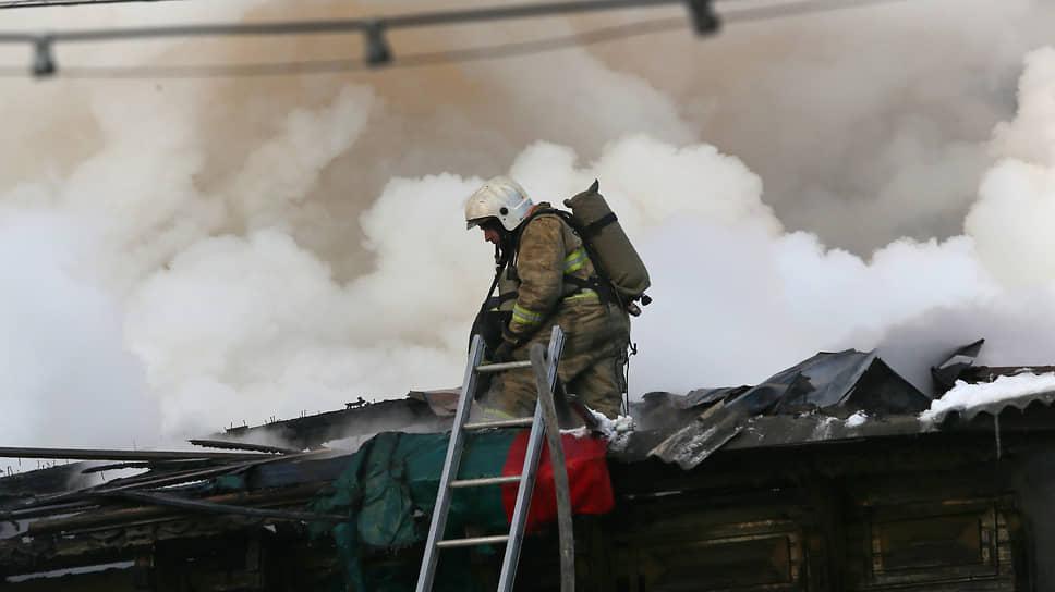 Огонь не проявил милосердия / В Башкирии расследуют гибель в пожаре 11 постояльцев дома престарелых
