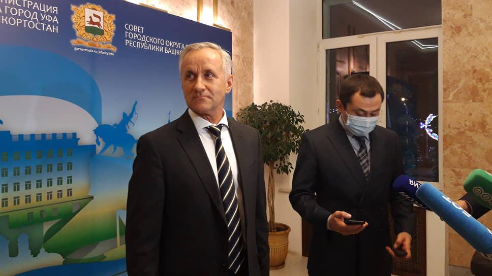 Сити-менеджера пропустили вне очереди / Депутаты горсовета Уфы назначили врио главы администрации