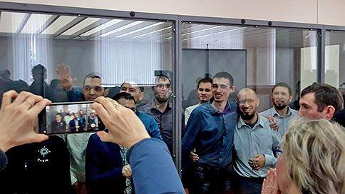 Приговор прошел под плач и плакаты // Членам башкирской ячейки «Хизб ут-Тахрир» дали от 11 до 16 лет