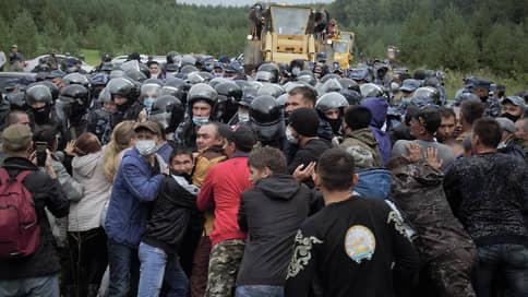 Активисты свернули горы