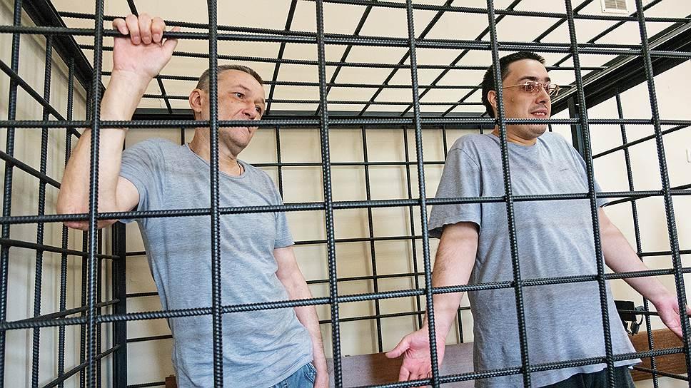 Экоактивисты Михаил Безменский (справа) и Игорь Житенев отрицают обвинения в вымогательстве 24 млн руб. у структур УГМК