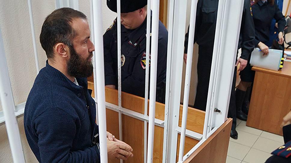 Молельный дом оказался оружейкой / Имам получил срок за хранение взрывчатки и оружия