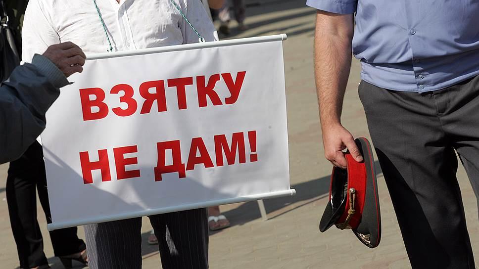 Орловский банкир утверждает, что под видом кредита был вынужден дать белгородскому полицейскому взятку