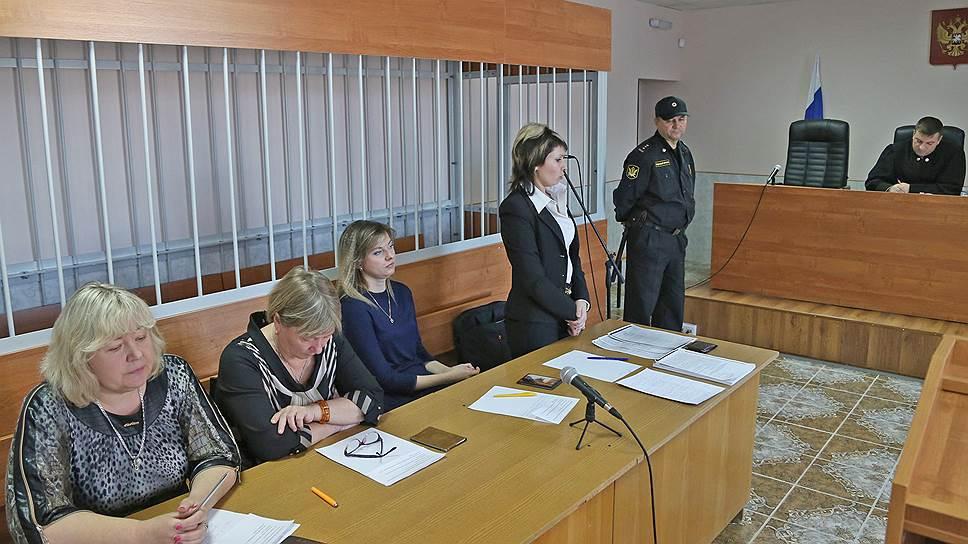 Трое членов УИКа вБелгородской области должны будут заплатить всумме 105 тыс. рублей завброс 51 бюллетеня