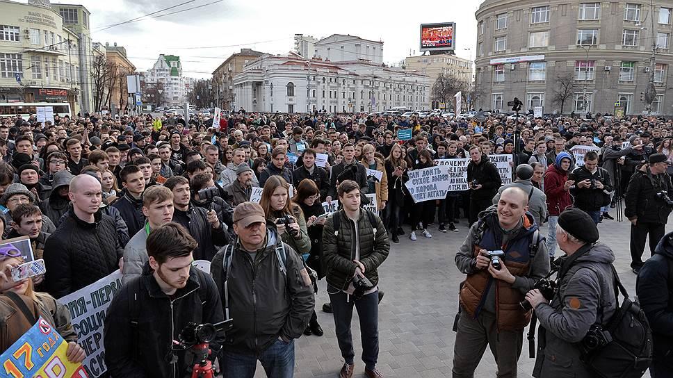 «Не надо нас давить» / Воронежская акция против коррупции собрала в основном молодежь