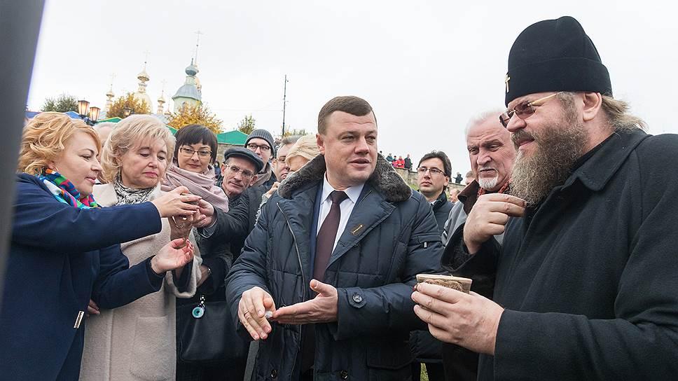 Обращение митрополита Тамбовского и Рассказовского Феодосия (справа) поступило в канцелярию областной администрации 19 сентября