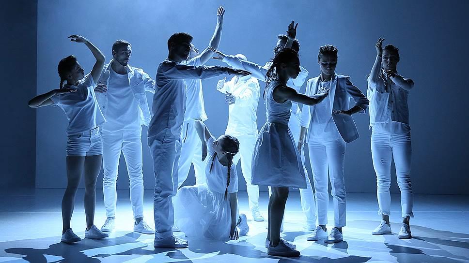 В Воронежском Камерном театре прошла вторая премьера недавно собранной танцевальной труппы — «Мы» по одноименному роману Евгения Замятина