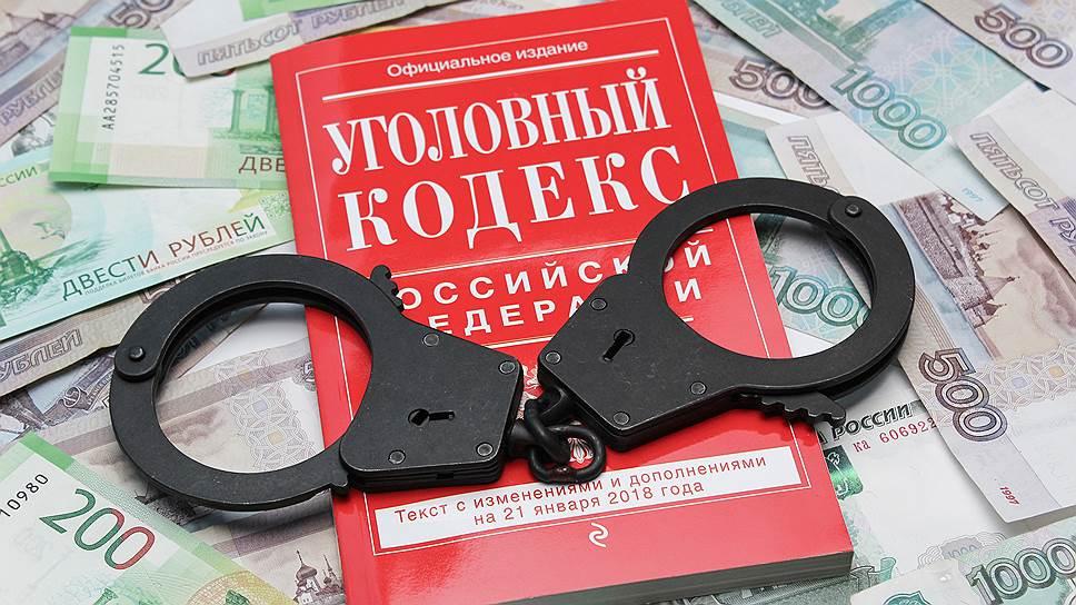 Бывших коллег разделили статьями / Следователя в Воронеже подозревают в получении взятки при посредничестве адвоката