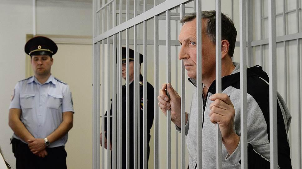 Чиновнику усложнили реабилитацию за храм / Главный воронежский следователь может вернуть Павла Пономарева в СИЗО