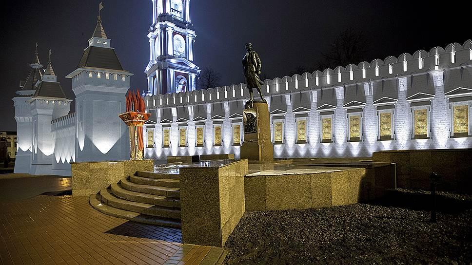 Монастырская стена заслонила сквер / РПЦ хочет построить неоднозначный памятник в центре Тамбова