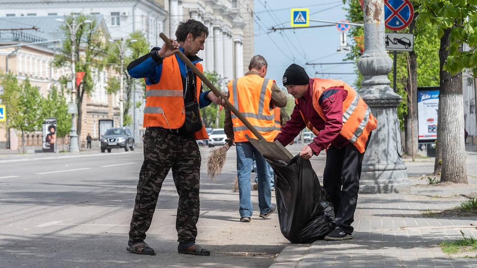 Вадим Ишутин выкидывает мусор / В Воронеже грядет смена собственника регоператора по обращению с отходами