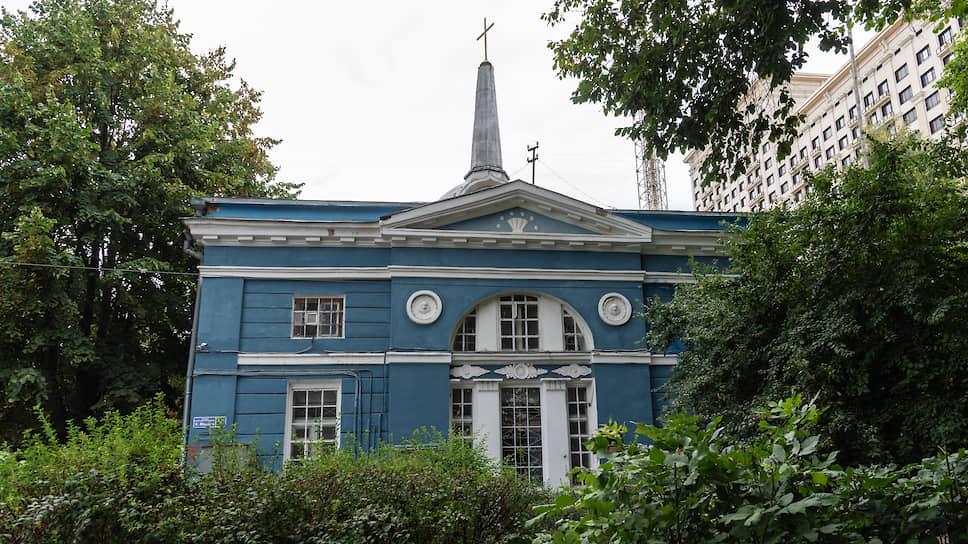 На кирхе ставят крест / Воронежских лютеран выселяют из храма XIX века
