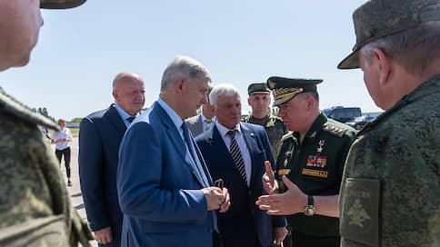 «Мы показываем людям, что они защищены»  / Воронежский губернатор Александр Гусев и резервисты не допустили «террористов» к аэродрому