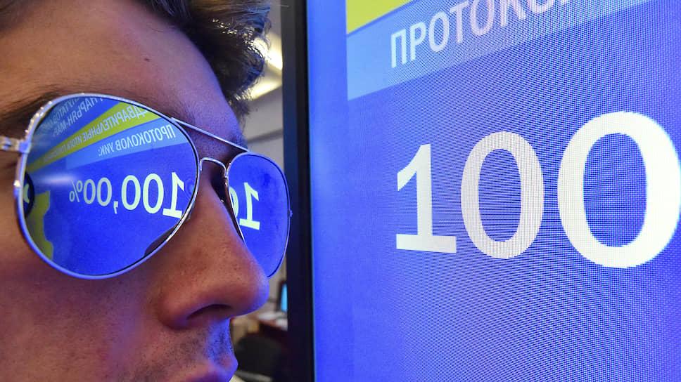 Города избрали губернаторов / Игорь Артамонов и Роман Старовойт победили при рекордной явке в облцентрах
