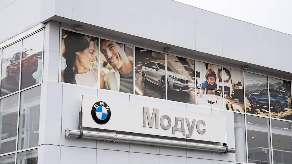 Автодилер снял шильдик / «Модус» выводит из-под банкротства автосалоны BMW