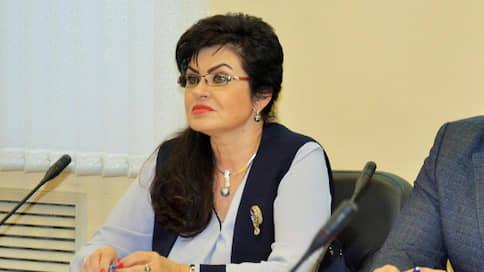В горсобрании Курска развернули сверток  / Депутат для «привлечения внимания» принесла на заседание «закладку»