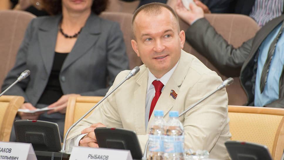 Миллионы вне фракций / Наибольший доход в орловском облсовете указала семья беспартийных депутатов