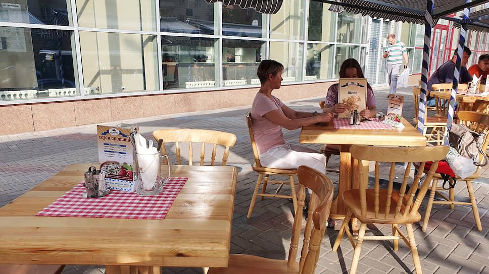 Карантин нагулял аппетит / Летние веранды воронежских кафе заполнились сразу после открытия