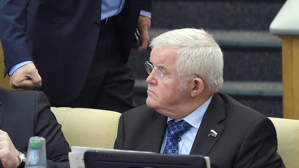 Доходы собрались в парламенте / Депутаты Госдумы и сенаторы от Черноземья заработали выше среднего
