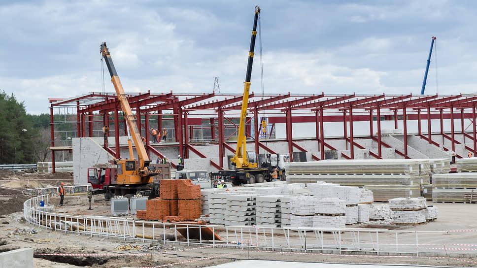 На полях еще не заклубилось / В Черноземье затягивается реконструкция футбольных стадионов
