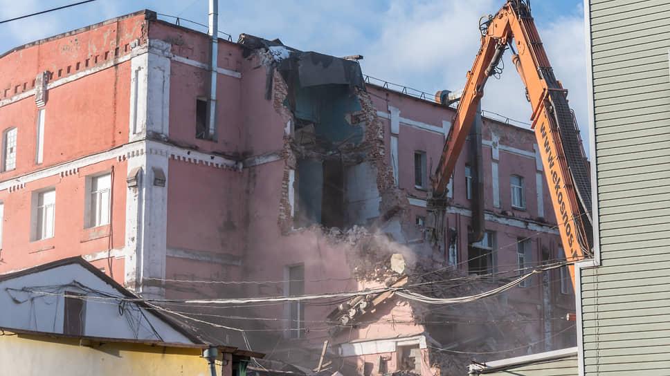«Выбор» в пользу разрушения / Компания сносит хлебозавод в центре Воронежа вопреки требованиям закона