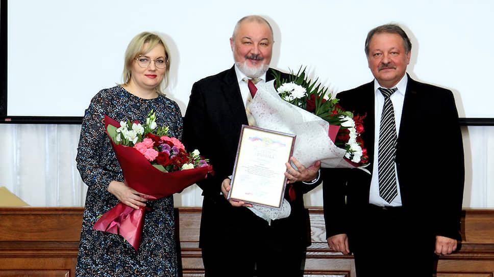 Бывший председатель арбитражного суда белгородской области Андрей Шеин (в центре)