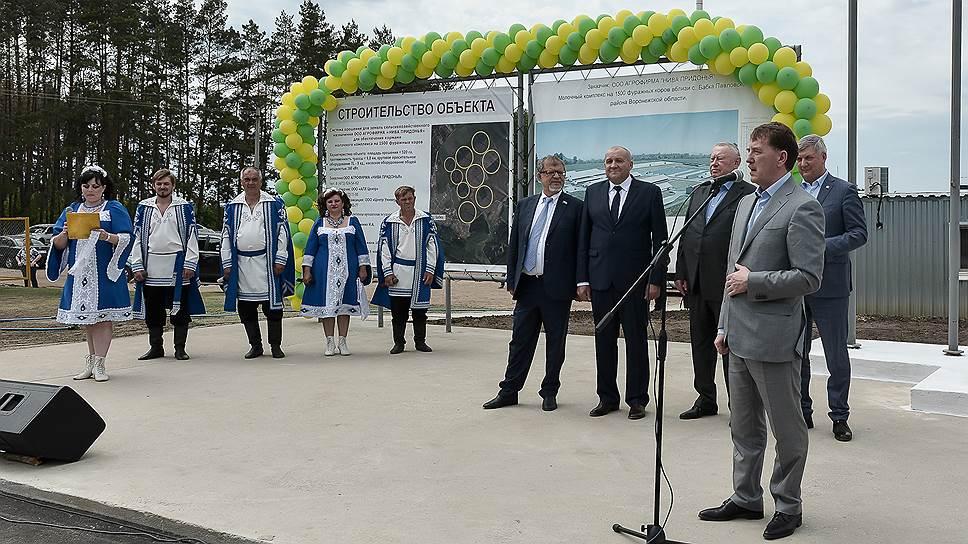 Как Алексей Гордеев открывал два молочных комплекса в Воронежской области