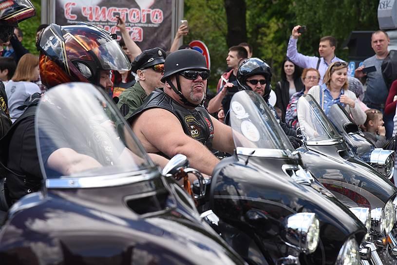 В мотопараде приняли участие более 1700 байкеров