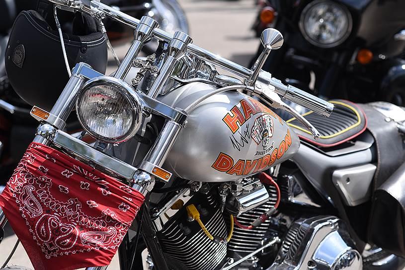 Байк президента мотоклуба Iron Birds и бизнесмен Артема Чайки является точной копией мотоцикла героя Микки Рурка из известного фильма