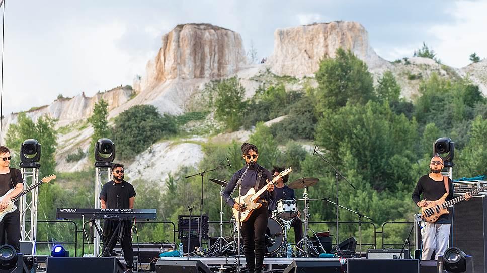 Для Мэнни Уолтерса из Южно-Африканской Республики (в центре) это был первый концерт в Европе в принципе