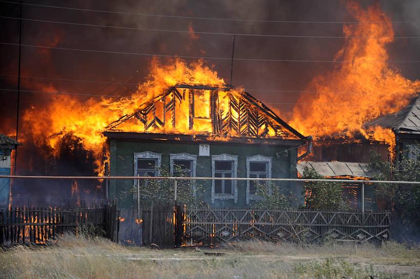 Хотя к поселку Масловка, входящему в черту города, огонь подбирался несколько дней, его не остановили. К тушению огня в поселке пожарные приступили только после обеда 29-го июля, когда дома уже фактически догорали