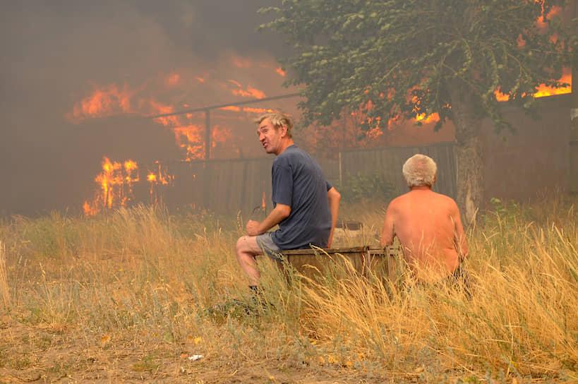 Огонь начал подбираться к поселку вечером 28 июля