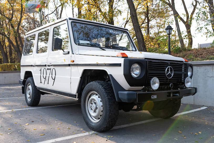 Традиции модели неизменны: от Mercedes-Benz G280 и до модификаций наших дней автомобиль почти полностью собирают вручную