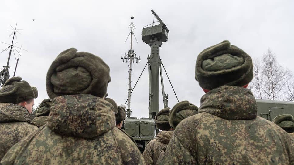 Раннее обнаружение воздушных целей обеспечивает радар целеуказания — всевысотный обнаружитель 96Л6Е