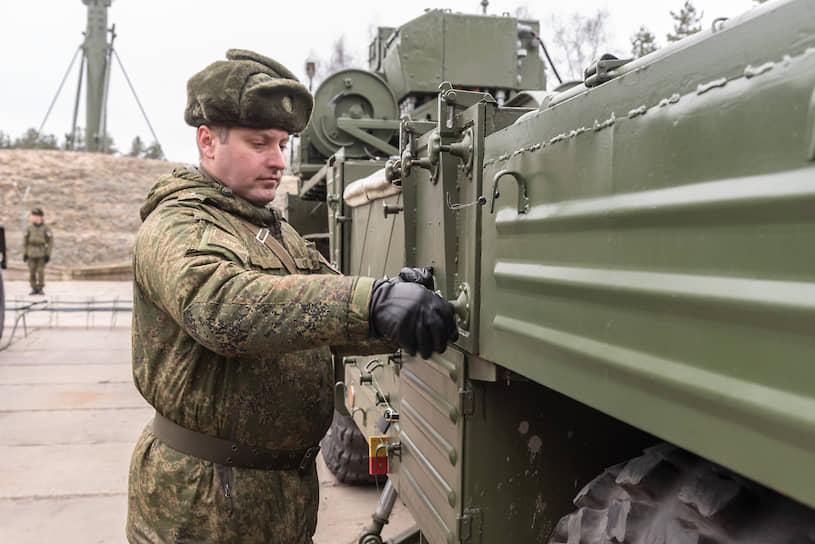 При необходимости дивизион С-300ПМ-2 может сменить позицию за пять минут