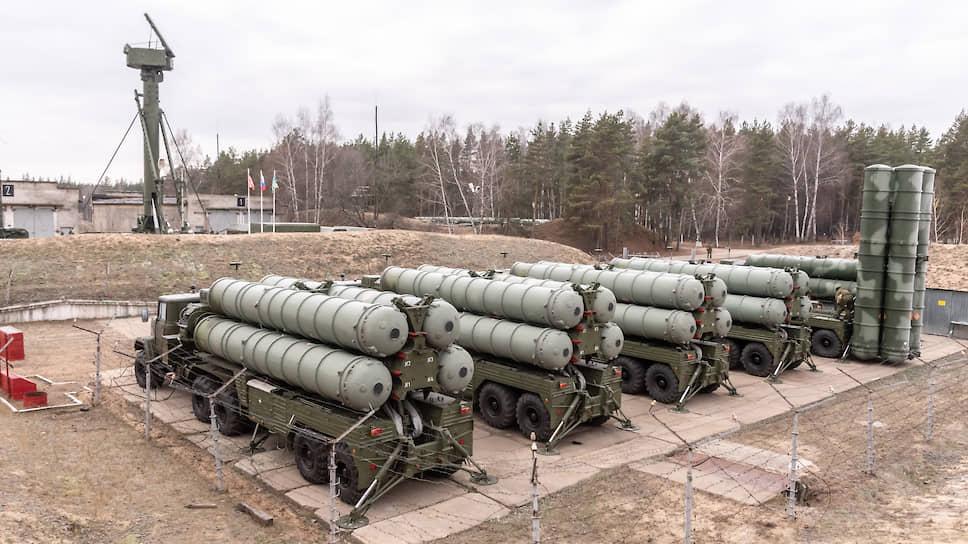 Один дивизион С-300ПМ-2 включает 12 пусковых установок