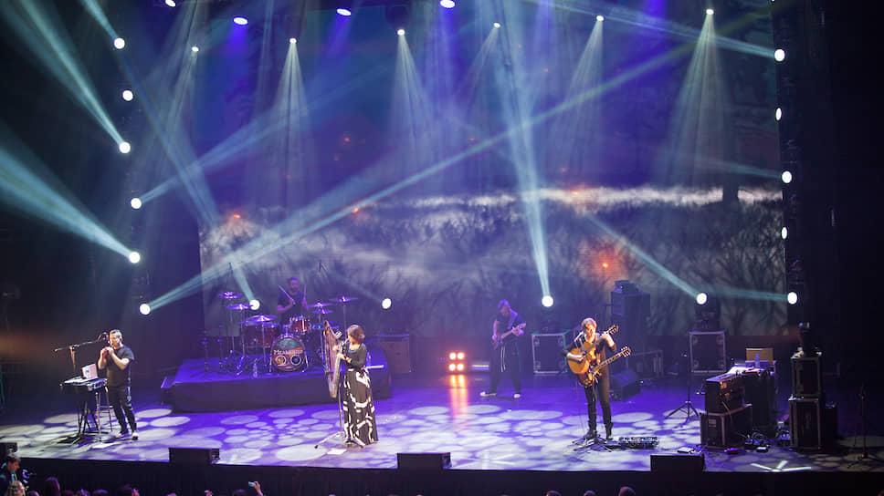 Группа «Мельница» основана 15 октября 1999 года. В состав неофол-рок-команды вошли участники распавшегося к тому времени коллектива «Тиль Уленшпигель».