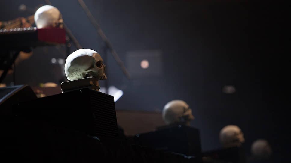 """На концерте зрителей ожидали неизменная магия звука и слова, созерцательная атмосфера, присущая всем выступлениям """"Аквариума""""."""
