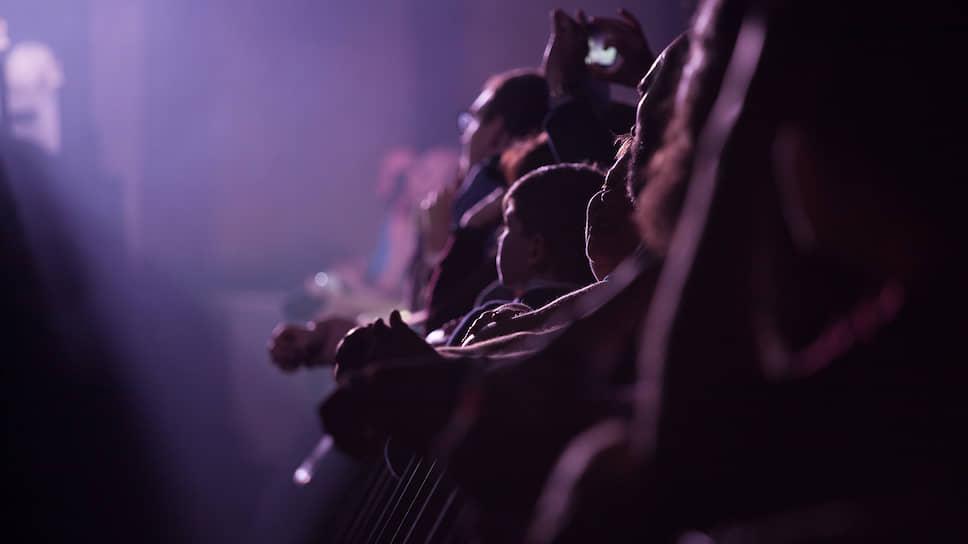 Многие композиции мэтра 21 февраля почти полный зал Event-hall сити-парка «Град» воспринимал, затаив дыхание, даже не подпевая, а лишь тихонько шевеля губами.
