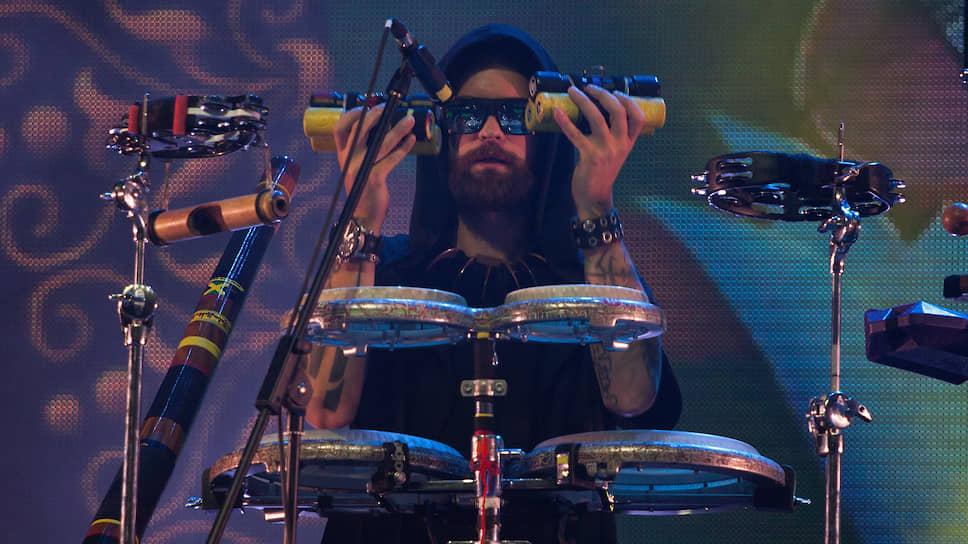 """Сын лидера группы Глеб Гребенщиков уже несколько лет играет в """"Аквариуме"""" на перкуссии."""