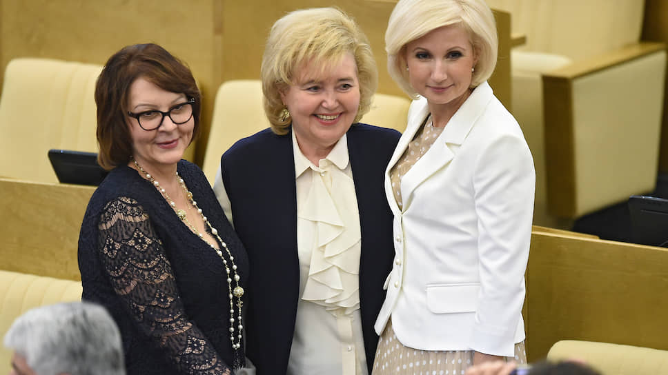 Тамара Фролова (в центре), депутат Госдумы РФ от Тамбовской области