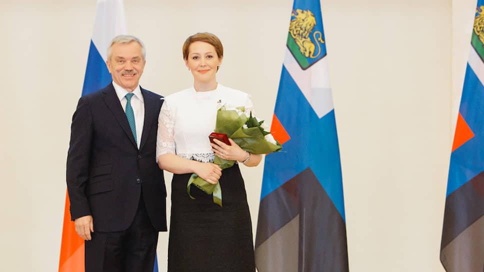 Наталия Полуянова (справа), спикер белгородской облдумы. Слева — губернатор Белгородской области Евгений Савченко