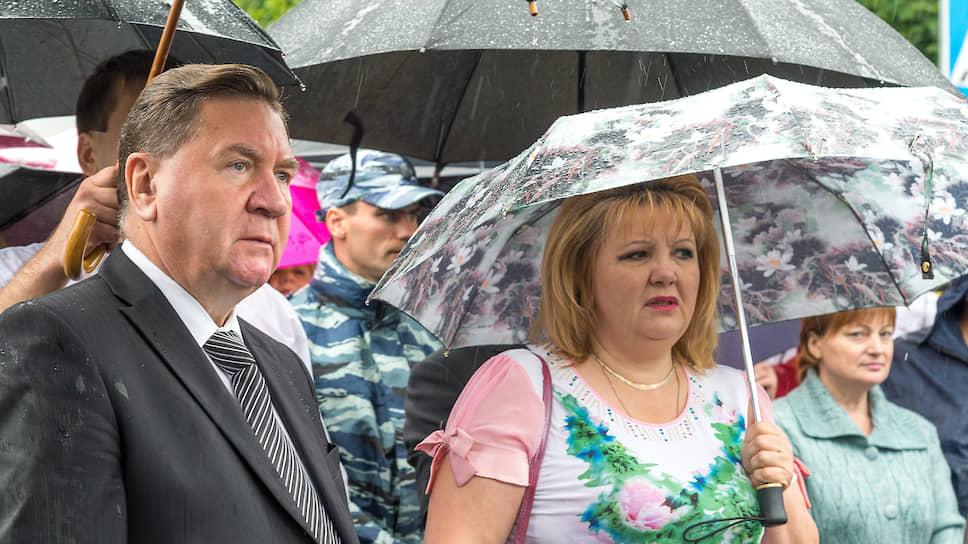 Татьяна Воронина (справа), депутат Госдумы от Курской области. Слева — экс-губернатор Курской области Александр Михайлов