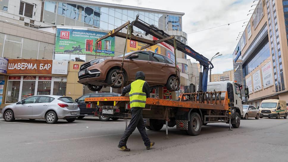 В 2019 году сотрудники госавтоинспекции в Воронеже выявили более 4,2 тыс. нарушений правил остановки транспорта (ч.2 ст. 12.19 КоАП РФ, штраф — 5 тыс. руб.) в местах для инвалидов