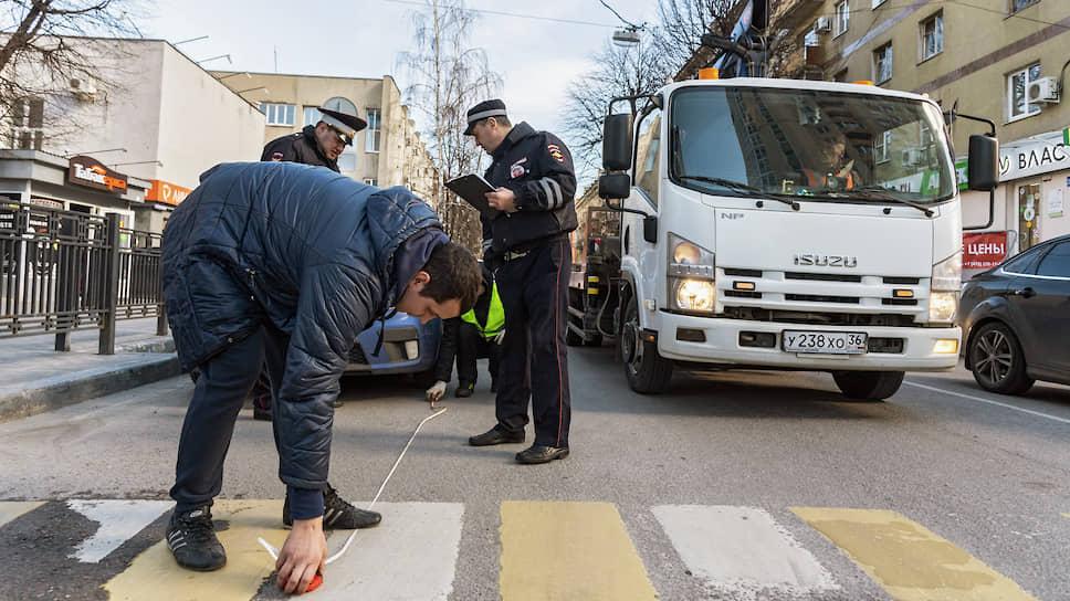 Зафиксировано еще более 2 тыс. нарушений стоянки авто на пешеходных переходах и ближе пяти метров перед ними (ч.3 ст. 12.19, штраф — 1 тыс. руб.)