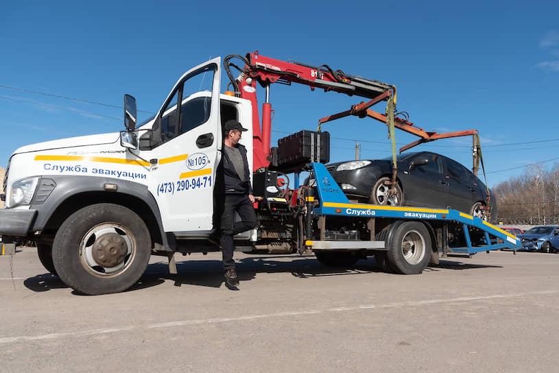 Но перед тем, как забрать авто со штрафстоянки, водителям нужно получить постановление об административном нарушении в ГИБДД, офисы которой также находятся в отдаленных районах города