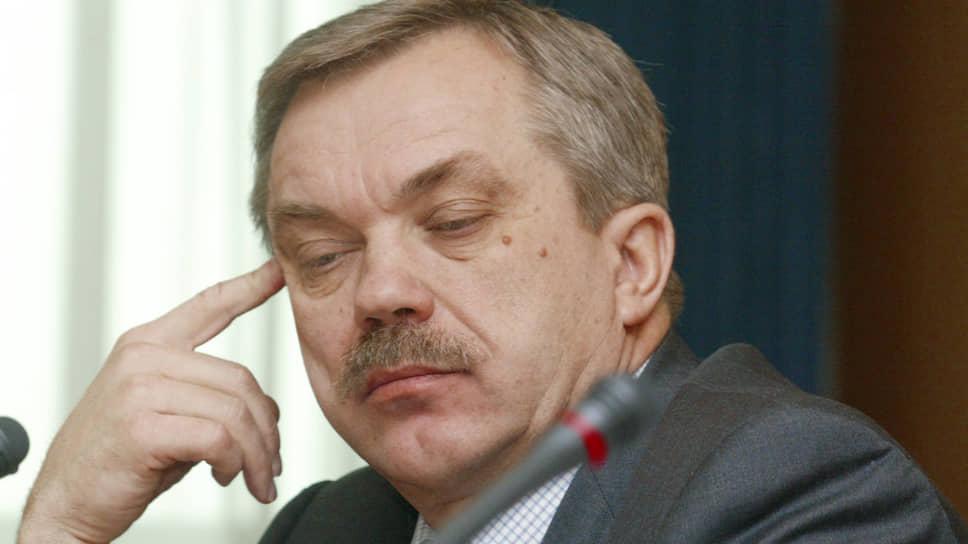 Евгений Савченко родился 8 апреля 1950 года. Возглавил Белгородскую область в октябре 1993 года, сменив Виктора Берестового.