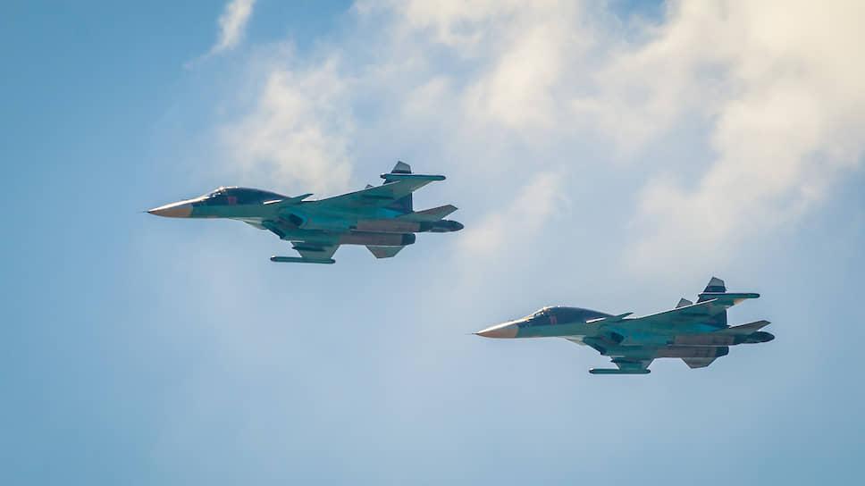 9 мая 2020-го всю «парадную» часть торжеств возьмут на себя два звена бомбардировщиков Су-34. С 10:00 до 10:12 восемь самолетов, заходя со стороны левобережной части города, пролетят над центром Воронежа